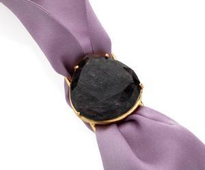 Pulsera de seda con piedra de cuarzo rutilo – violeta y negro