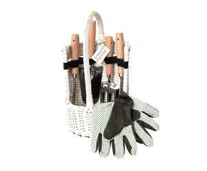 Cesta blanca con herramientas de jardín