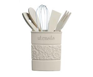 Bote de cerámica con utensilios