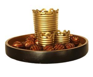 Bandeja con 3 vasos portavelas y 12 bolas decorativas - dorado