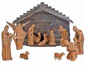 Natividad de resina con acabado de madera