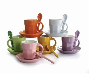 Set de tazas con cuchara de cerámica multicolor – 6 tazas y 6 cucharas