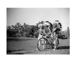 Fotografía sobre lienzo Indios en bicicleta