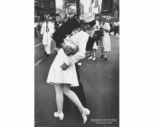 Affiche sur bois Kissing on VJ day - 60*90
