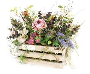 Tinozza in legno con fiori finti