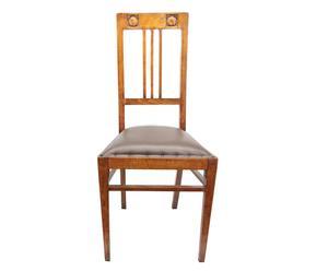 Sedia Liberty in faggio con intaglio su schienale