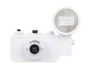 """Analogowy aparat fotograficzny """"La Sardina F+"""" z kompletem filtrów i albumem"""