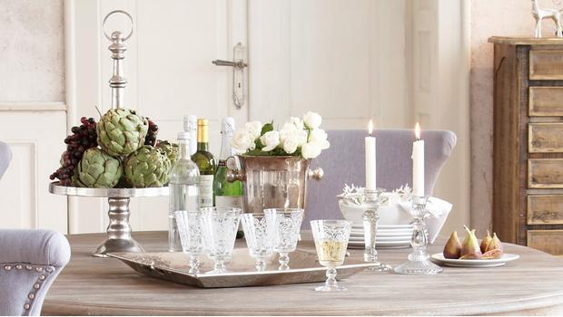 Stůl ve stylu glamour