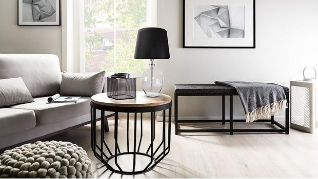 Sehraný pár: stolek a svítidlo
