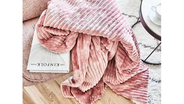 Kuschelige Decken & Kissen