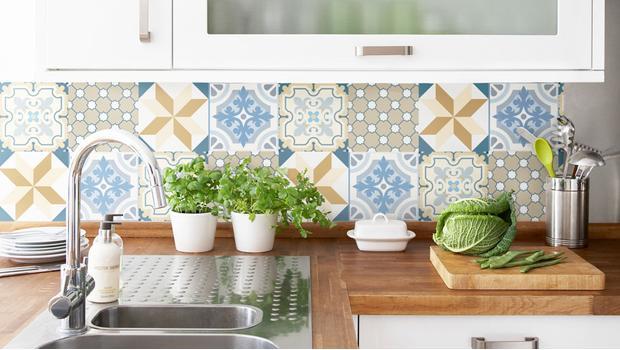Wand-Deko zum Kleben Clevere Updates für Küche & Bad | Westwing