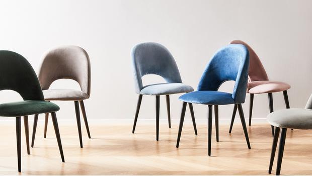 Más de 90 sillas tapizadas
