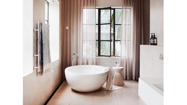 Une salle de bains mimimaliste Moderne et épurée | Westwing