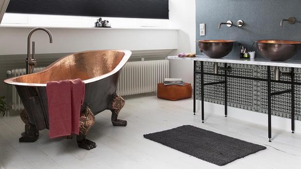 Une salle de bains automnale
