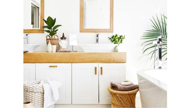 Trendy bathroom - Andrea House