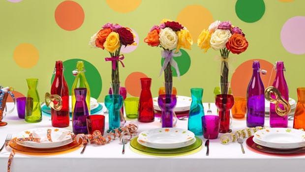 Vaisselle, couverts et verres colorés