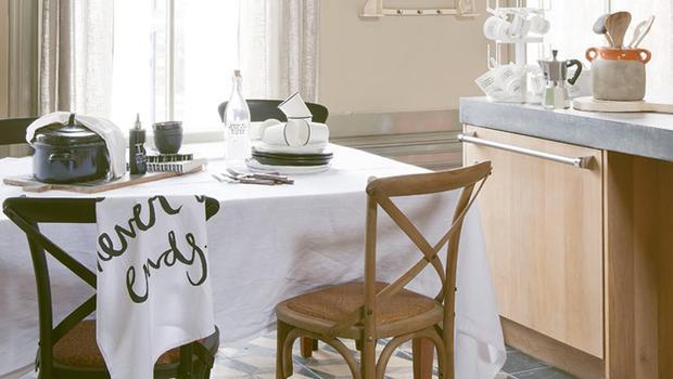 Set da cucina shabby con carrello portapane e accessori