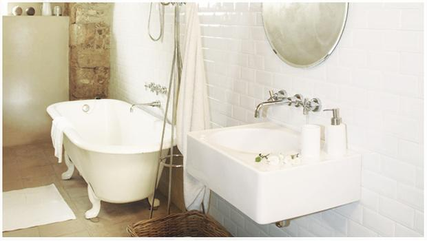 Bathroom in white