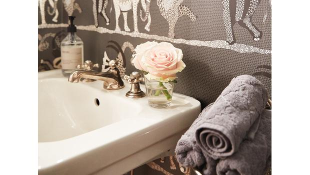 Uitnodigende gastenbadkamer
