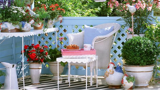 Huis en tuin in bloei