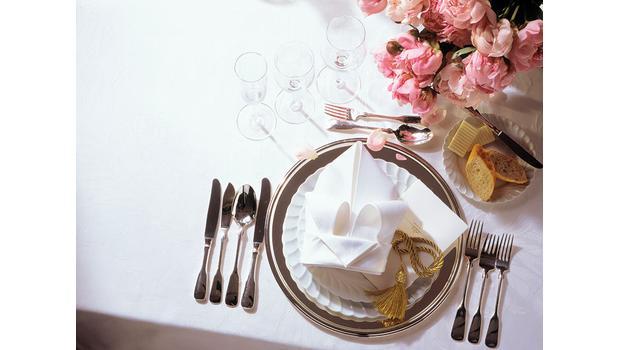 Stół pełen luksusu
