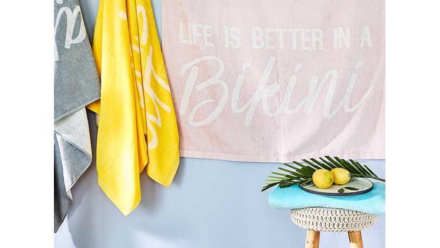Modne ręczniki plażowe i fouty