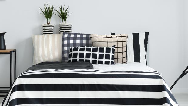 Modne łóżko: paski & krata