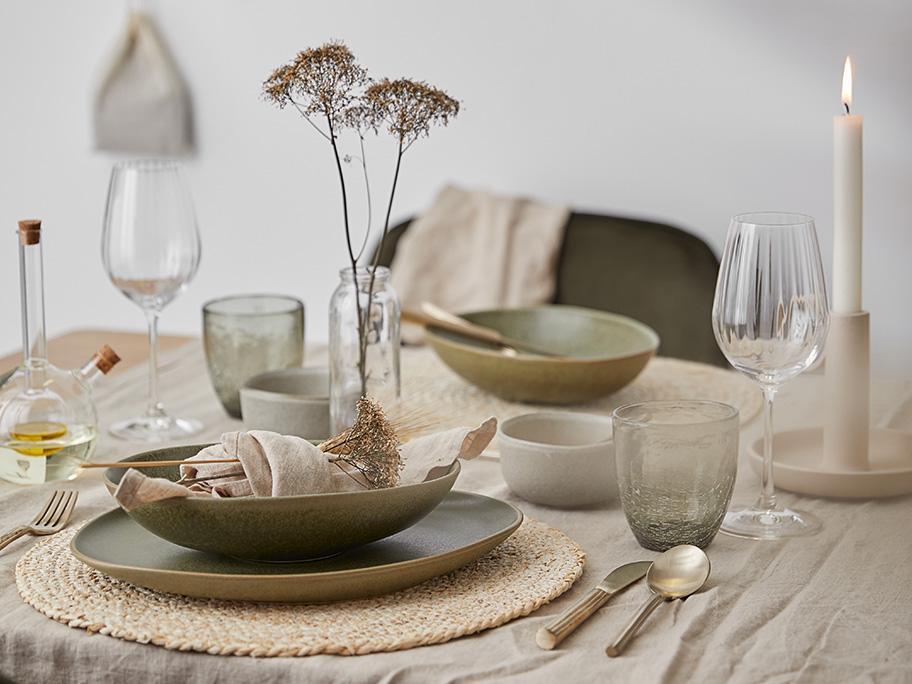 Tableware in natürlichem Look