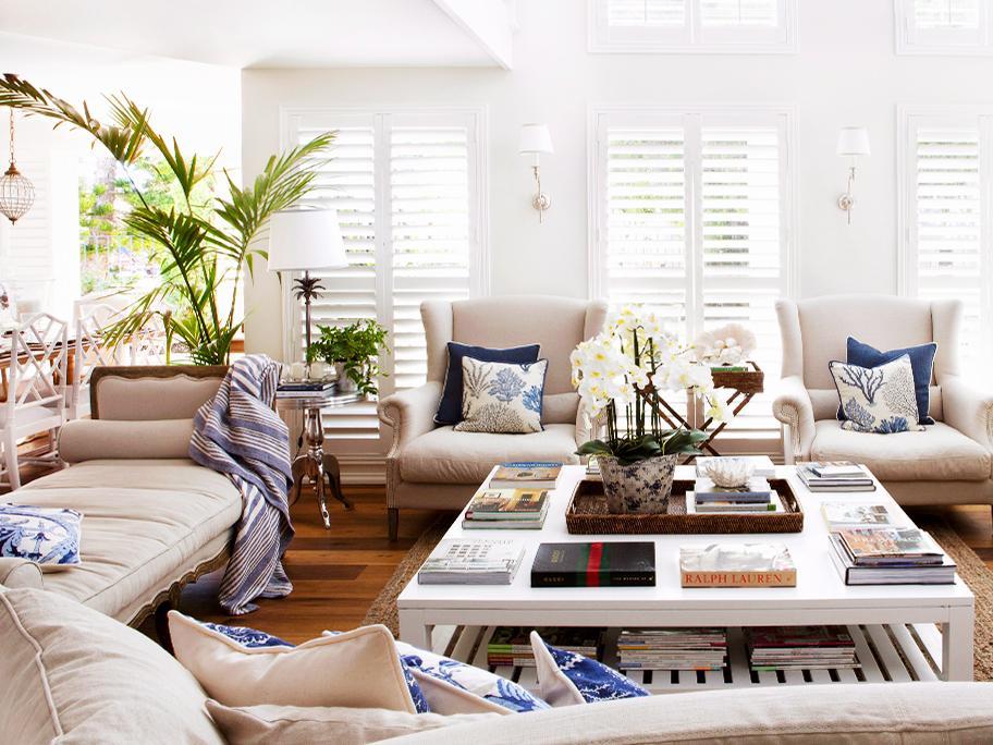 Interiores en blanco y azul