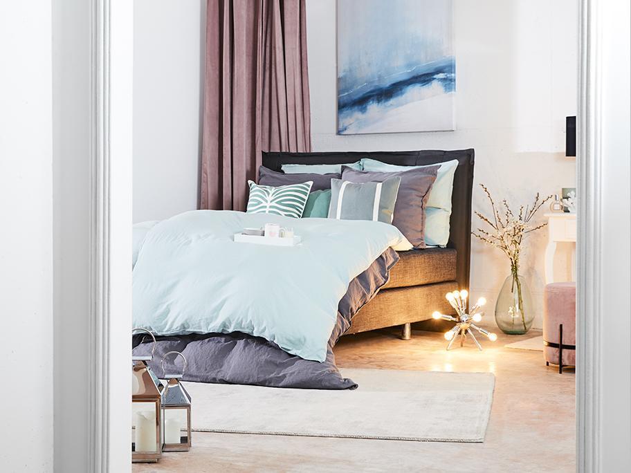 Sypialnia w jasnych barwach