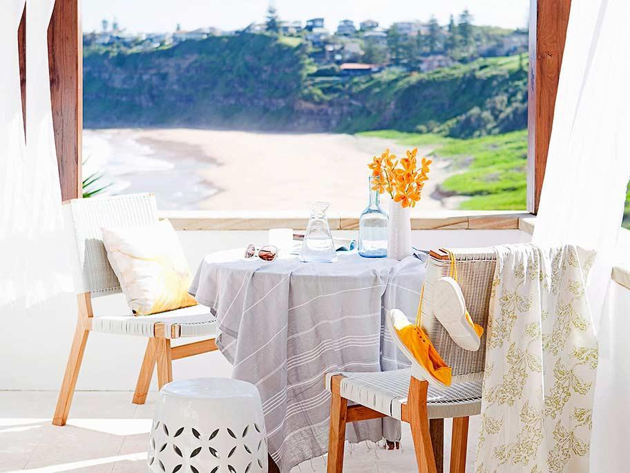 Śniadanie nad brzegiem morza