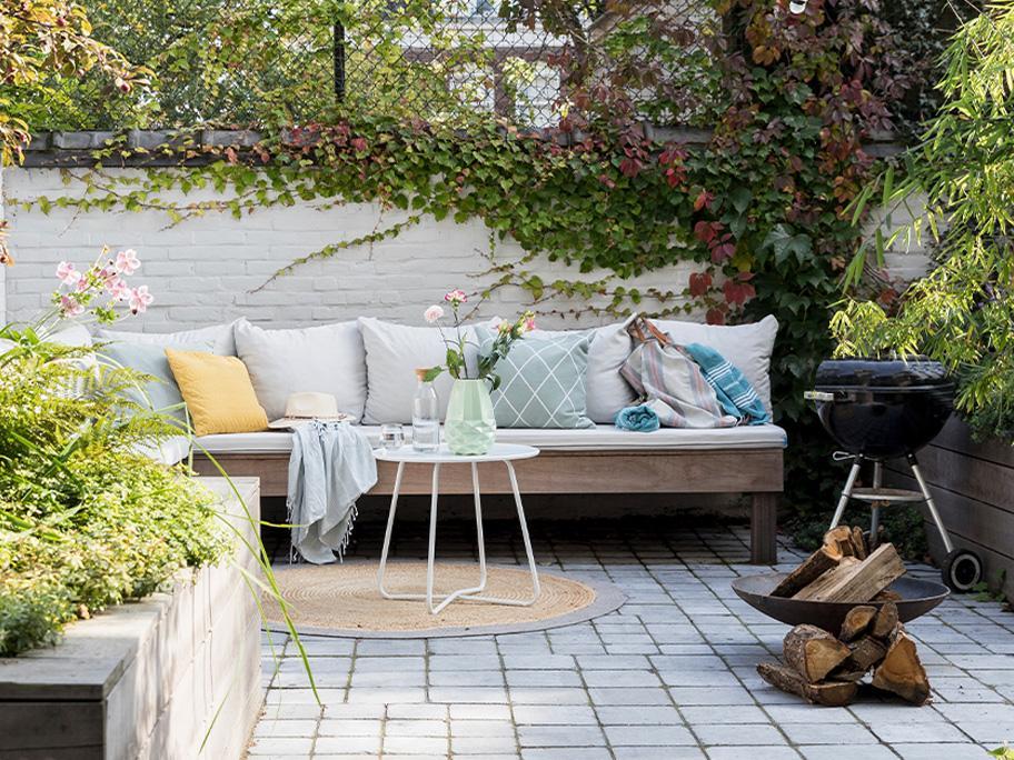 Elegancki grill w ogrodzie