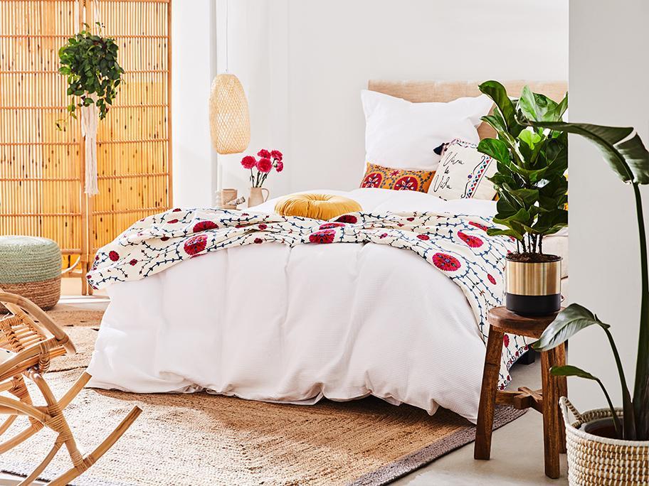 Wakacyjne Boho w sypialni
